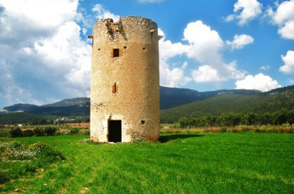 Castles and rural roads at Valls environment